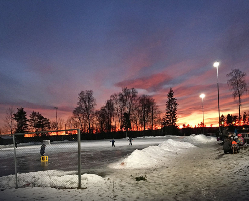 Foto av grusbanen i Askim om vinteren